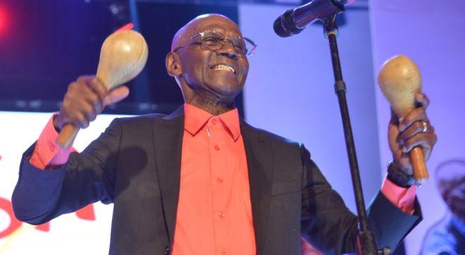 Premio a la Excelencia Musical a Cuco Valoy en Grammy Latinos